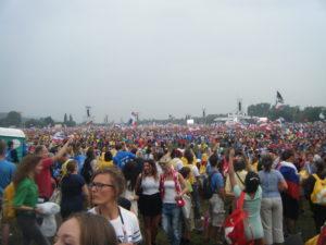 wyd-crowd-blonia-300x225-1