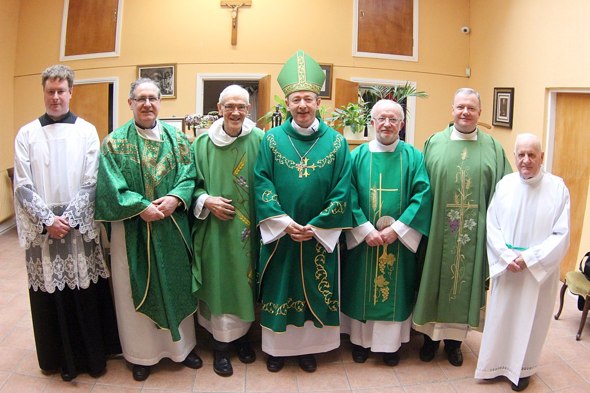 Bishop Cullinan with the Clergy and Sacristy Team
